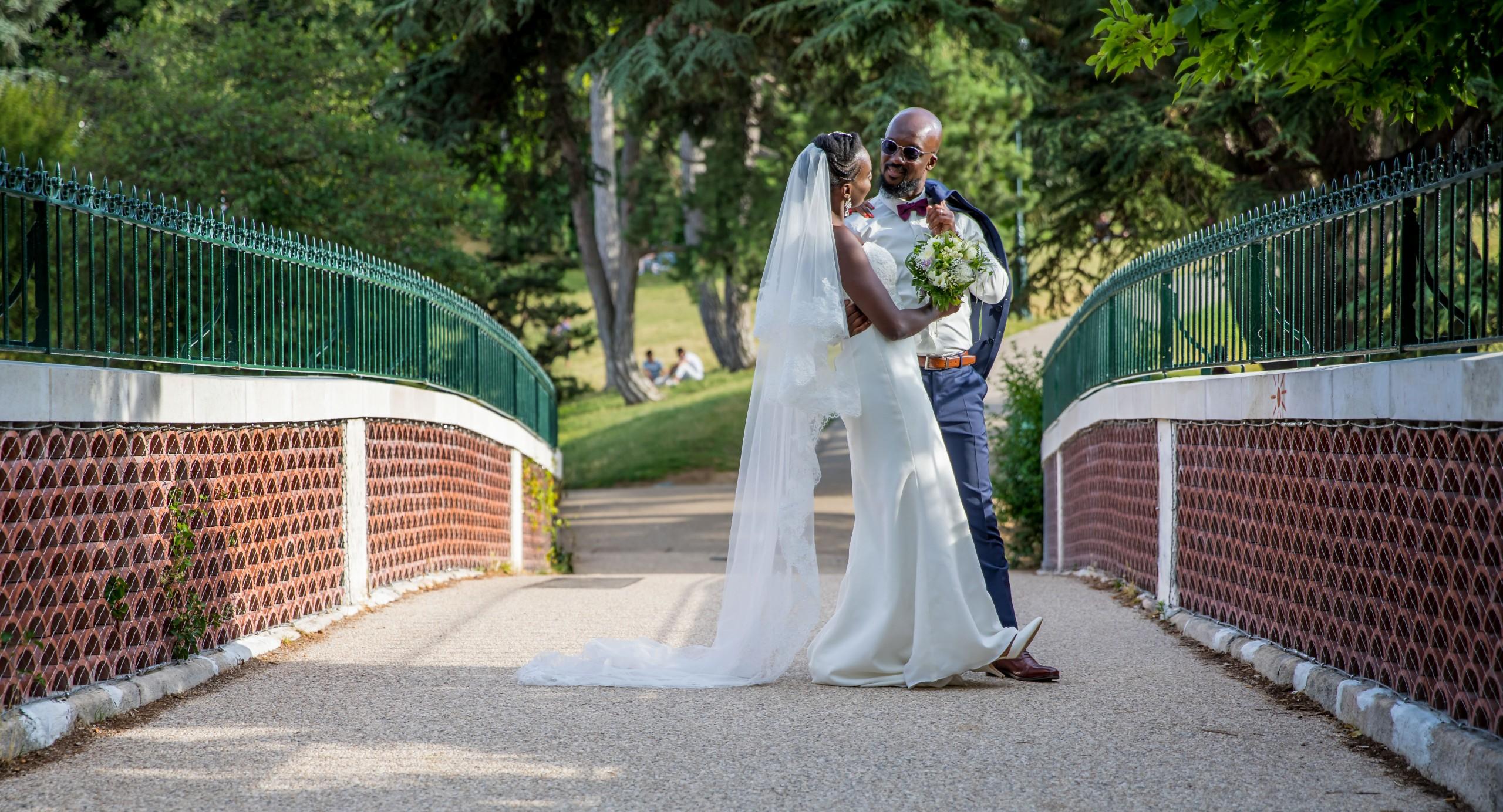 Photographe mariage, les mariés danse